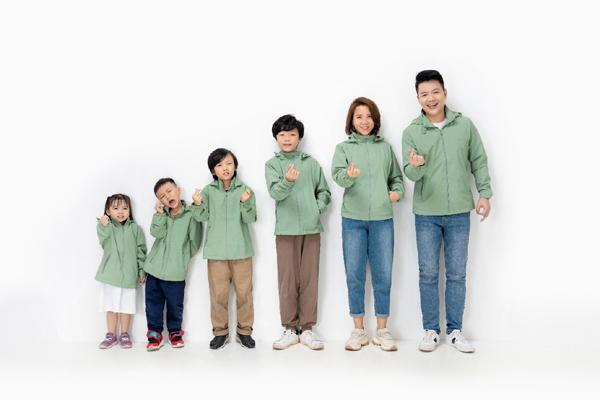 Gia đình Ceo Yody xuất hiện trong BST Thu Đông 2021