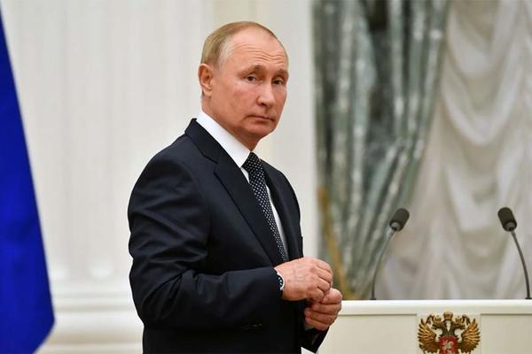 Hàng chục người thân cận ông Putin nhiễm Covid-19