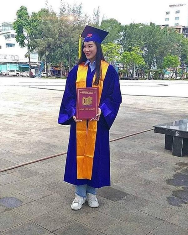 Á hậu Kim Duyên lên tiếng tin phải thôi học vì nợ 43 tín chỉ