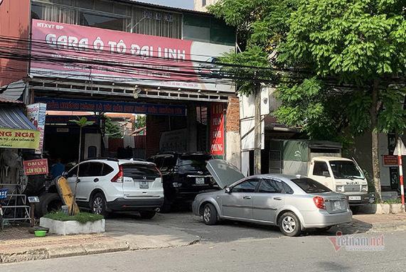 Ô tô xếp hàng kín gara sau giờ Hà Nội nới lỏng giãn cách