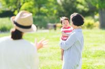 Chê thông gia keo kiệt, con gái đẻ mà cho được chục trứng, nhưng lúc mở ra mẹ chồng ú ớ gọi điện cảm ơn