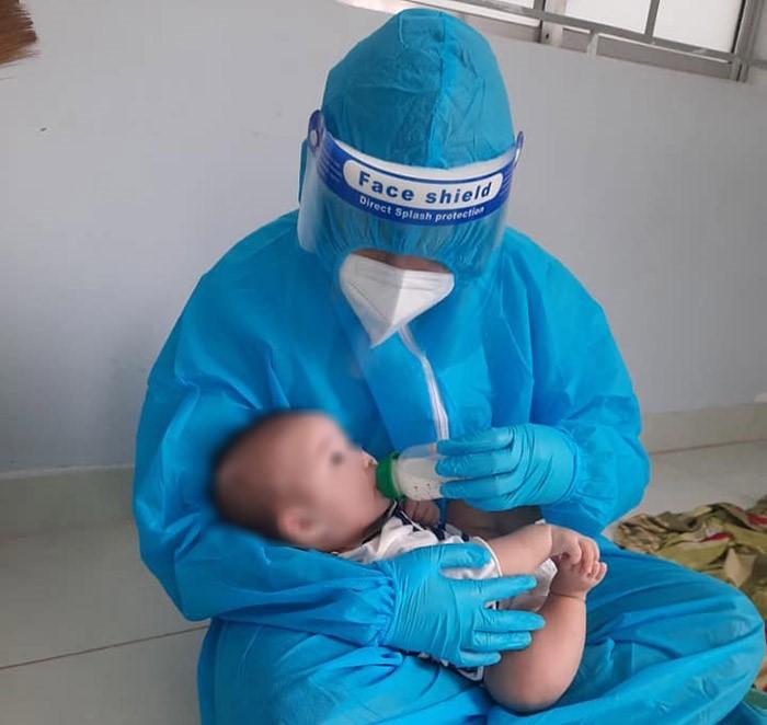 Chứng kiến bác sĩ cứu mẹ mắc Covid-19 nặng, F0 xin ở lại viện chăm bệnh nhân