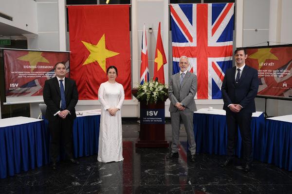 Kí kết thỏa thuận hợp tác giữa Trường Quốc tế Việt Nam và Trường Reigate Grammar School