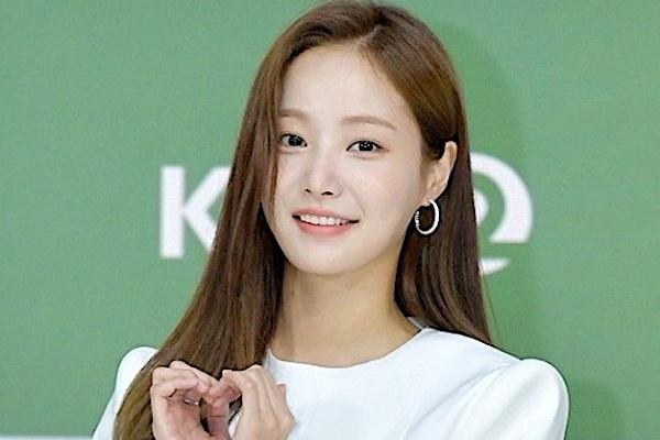 Yeon Woo lần đầu xuất hiện sau tin hẹn hò Lee Min Ho