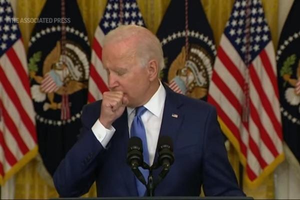 Ông Biden ho nhiều khi phát biểu, gây nghi ngờ về sức khỏe