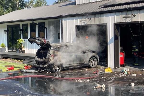 Xe điện Chevrolet Bolt phát cháy trong gara