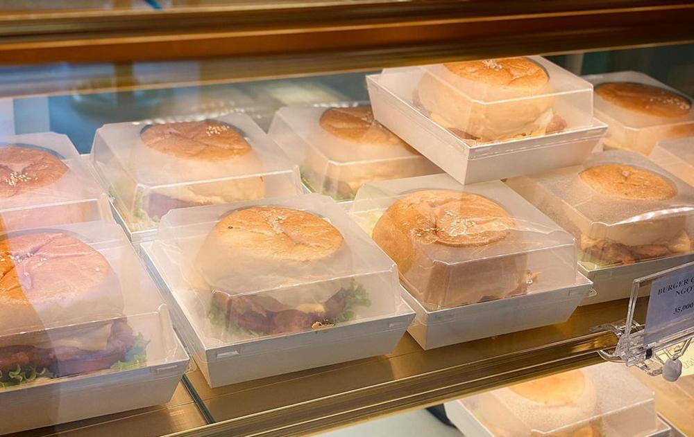 Ba tháng nghỉ dịch, chủ tiệm bánh bất lực nhìn sổ tiết kiệm cạn dần
