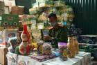 Bắt giữ hơn 1.000 thùng bánh kẹo lậu ở Hà Nội