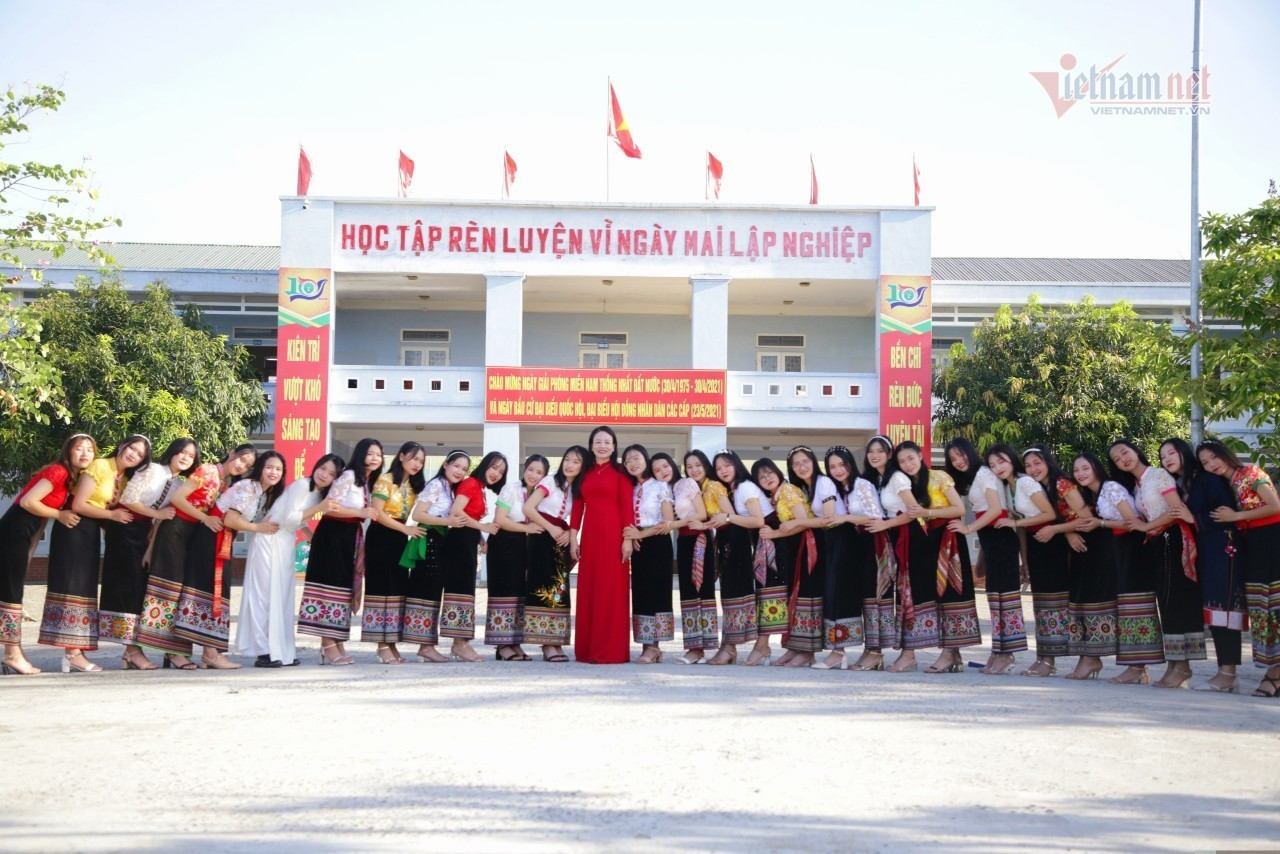 The school in Nghe An has 36 students who pass the university with 30 points or more.
