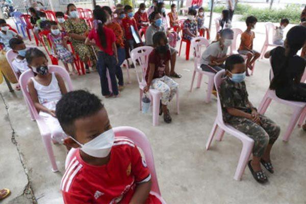 Campuchia tiêm ngừa Covid-19 cho trẻ từ 6 tuổi trước khi mở cửa lại trường học