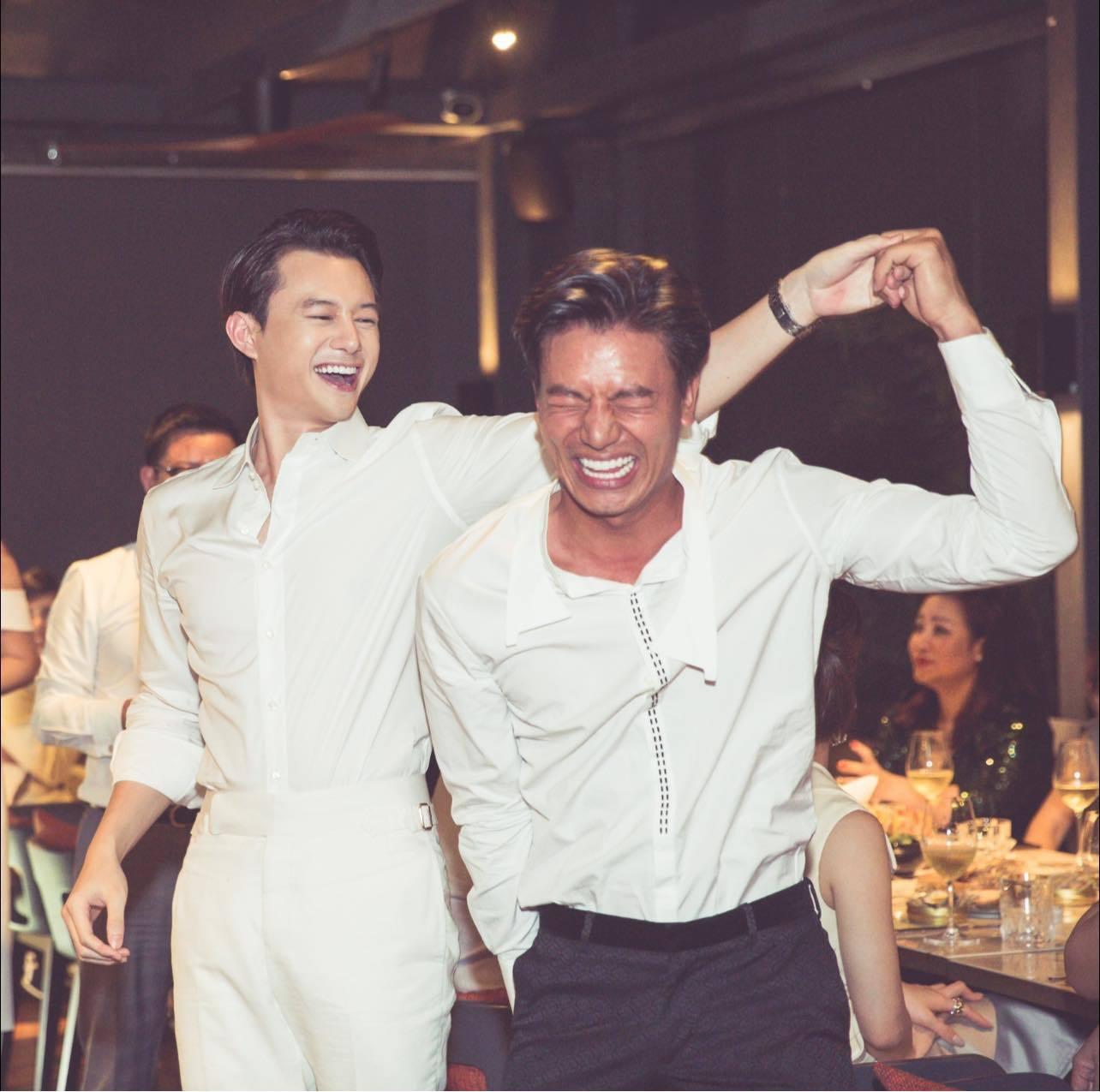 MC Mai Ngọc thời sự VTV dáng đẹp, eo thon