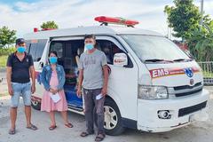 Hai xe cứu thương chở người trái phép về miền Tây