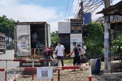Xe tải có mã QR 'luồng xanh' chở 6 người vượt chốt ở TP.HCM