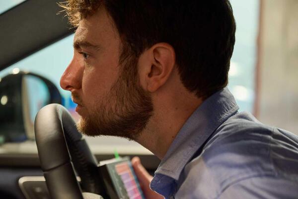 Nissan thuê riêng chuyên gia 'ngửi mùi' xe mới