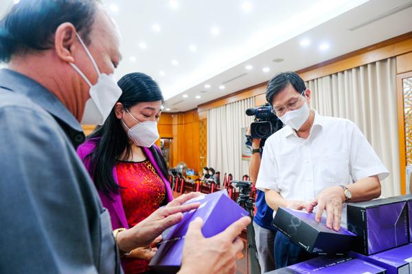 T&T Group tặng Hà Nội 1 triệu kit xét nghiệm PCR trị giá 162 tỷ đồng