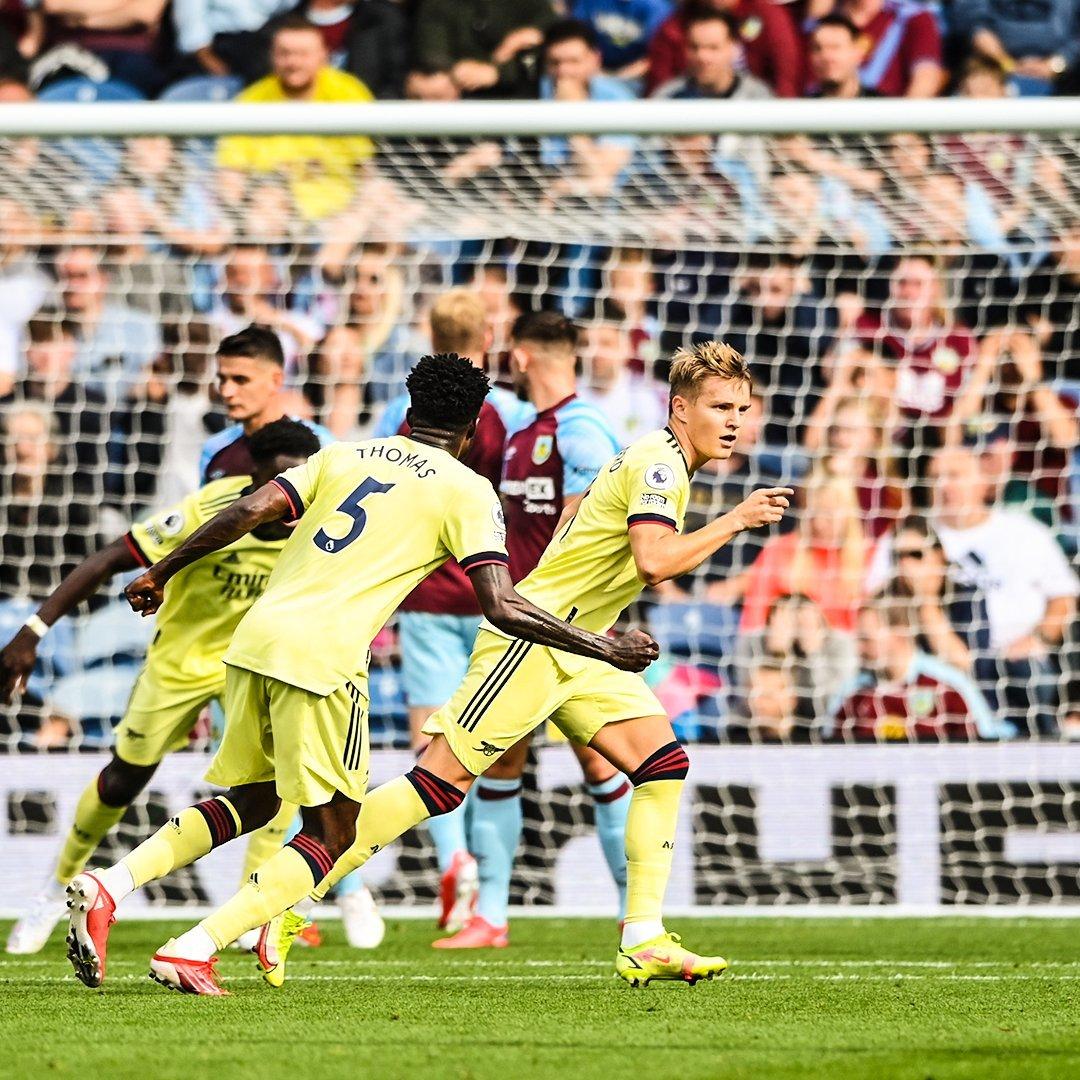 Odegaard sút phạt cực đỉnh, Arsenal đả bại Burnley