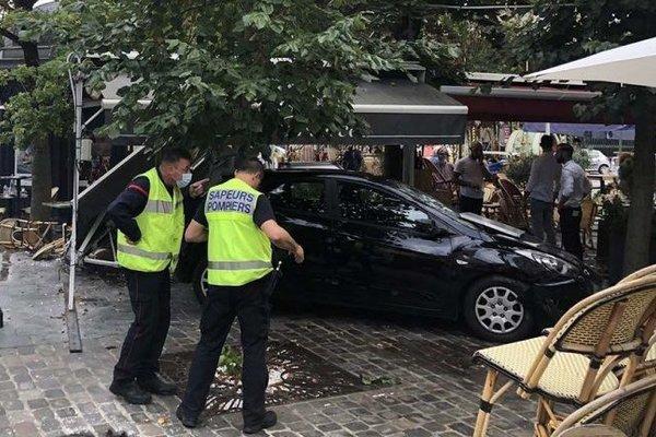 'Xe điên' lao vào đám đông ở Pháp, nhiều người bị thương