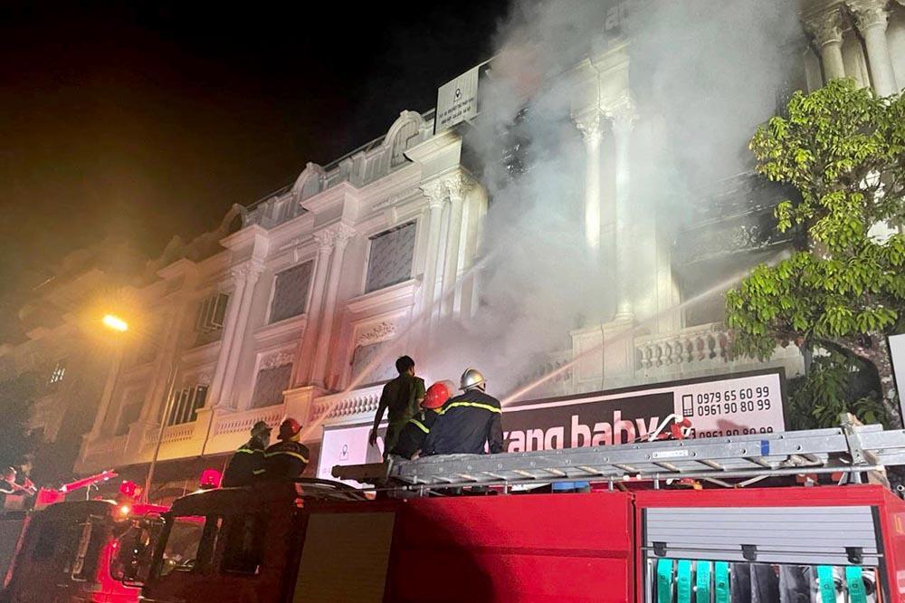 Hà Nội: Lửa thiêu rụi 4 căn nhà liền kề ở Ninh Hiệp