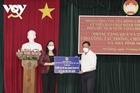 Phó Chủ tịch nước Võ Thị Ánh Xuân trao quà hỗ trợ công tác phòng, chống dịch tại An Giang