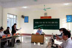 Thủ tướng thăm, động viên thầy và trò Trường Phổ thông Dân tộc nội trú THCS Định Hóa