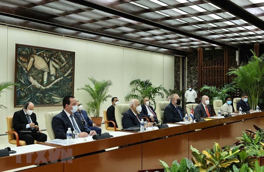 Chủ tịch nước Nguyễn Xuân Phúc hội kiến Thủ tướng CH Cuba