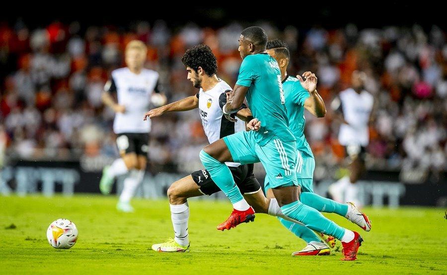 Benzema bừng sáng, Real ngược dòng khó tin trước Valencia