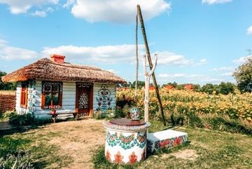 Ngôi làng cổ tích ngập tràn sắc hoa ở Ba Lan