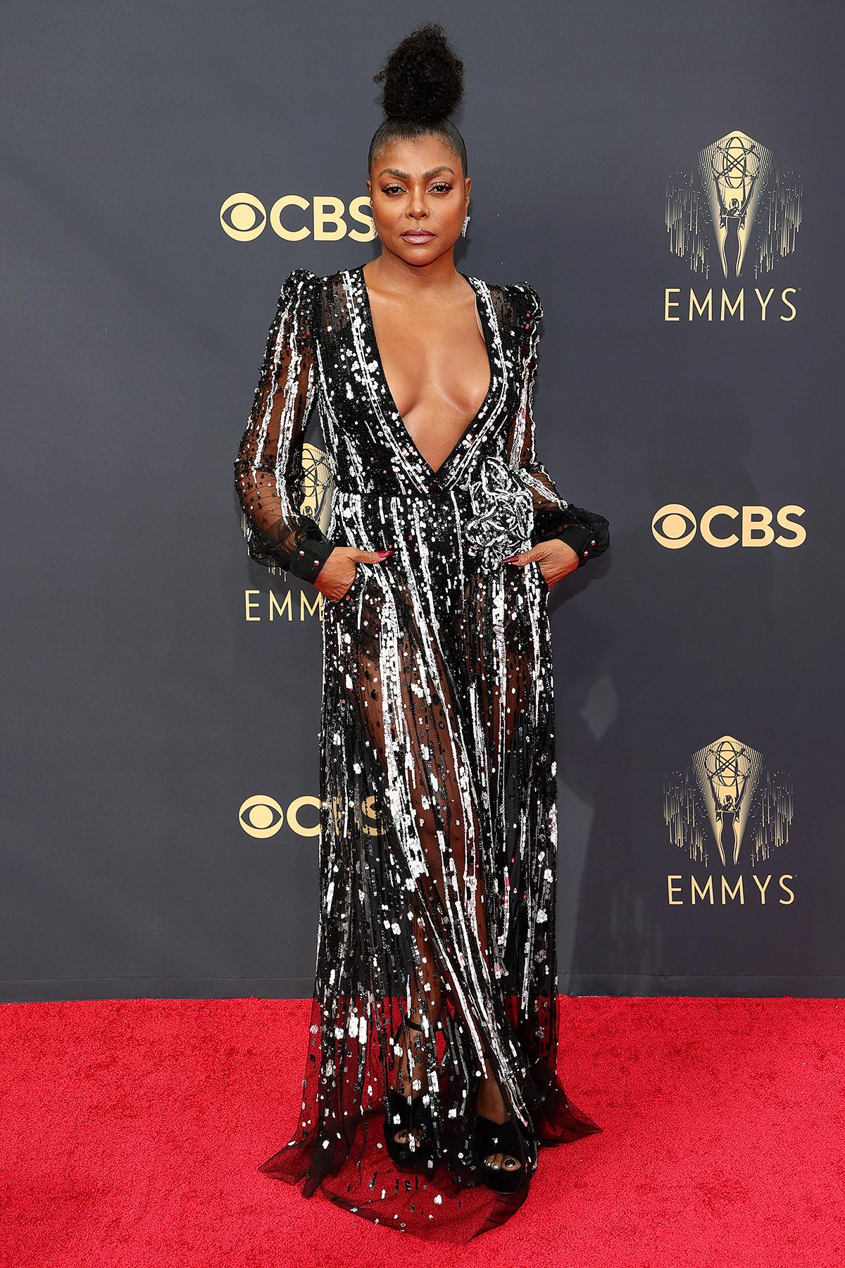 Dàn mỹ nhân chuộng màu nổi, hở bạo trên thảm đỏ Emmy