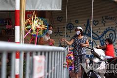 Unprecedented scene at Hanoi's toy street before Mid-Autumn Festival