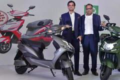 Ra mắt xe tay ga chạy điện giá rẻ đi được 250 km tại Ấn Độ