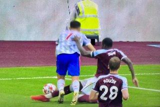 Trọng tài đã 'cướp' phạt đền của Ronaldo và MU