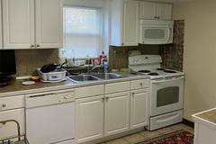 Chỉ thay đổi đơn giản, nhà bếp chật chội trở nên sang chảnh bất ngờ