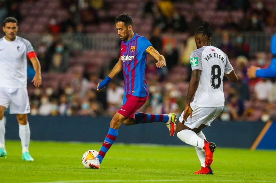 Barca thoát thua Granada ở phút 90