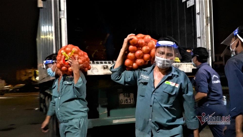 TP.HCM mở lại 3 chợ đầu mối lớn, hàng nghìn tấn nông sản đổ về