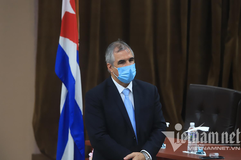 Chủ tịch nước chứng kiến lễ ký kết mua 5 triệu liều vắc xin của Cuba