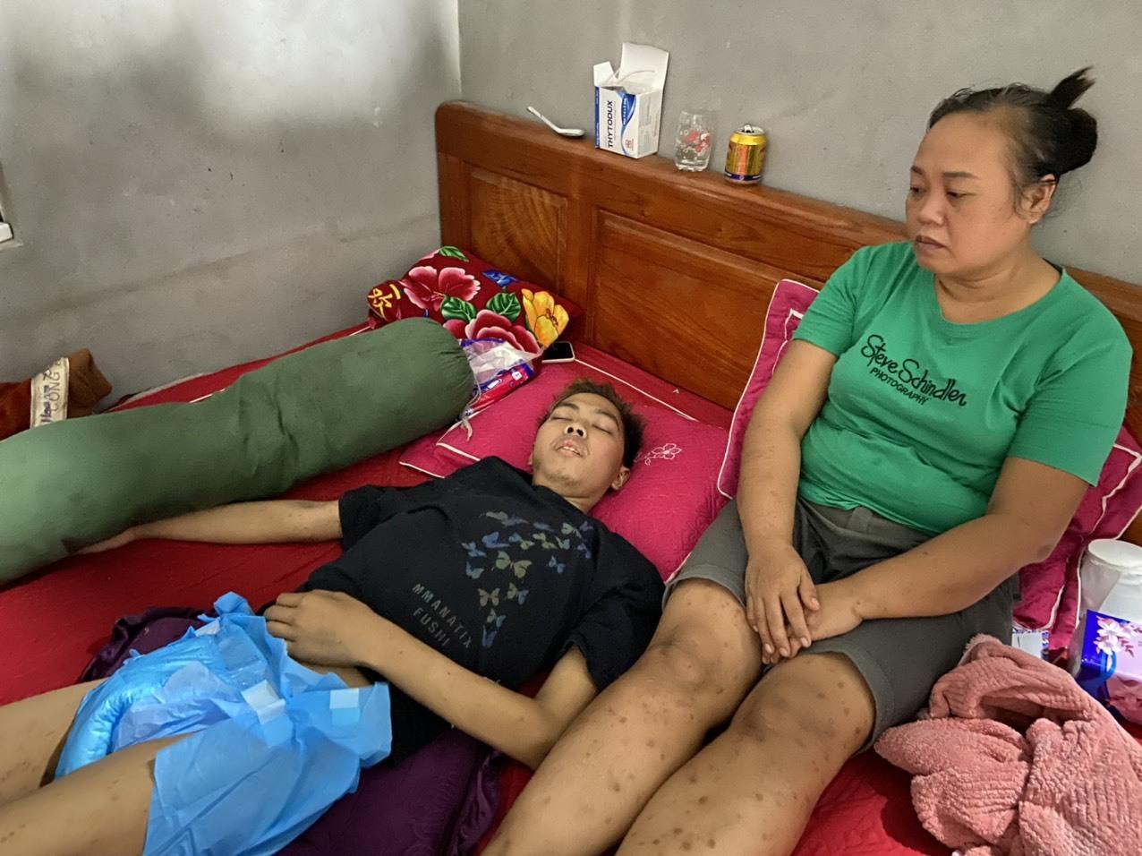 Bán sạch nhà cửa, mẹ bất lực níu giữ tính mạng con trai mắc bệnh hiểm nghèo