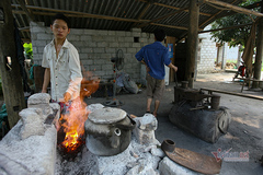 The thousand-year-old forging village of the Nung people