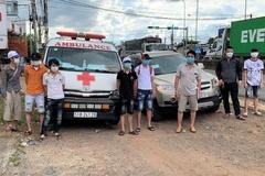 Tài xế ở Đồng Nai dùng xe cấp cứu chở 6 người 'thông chốt' về quê