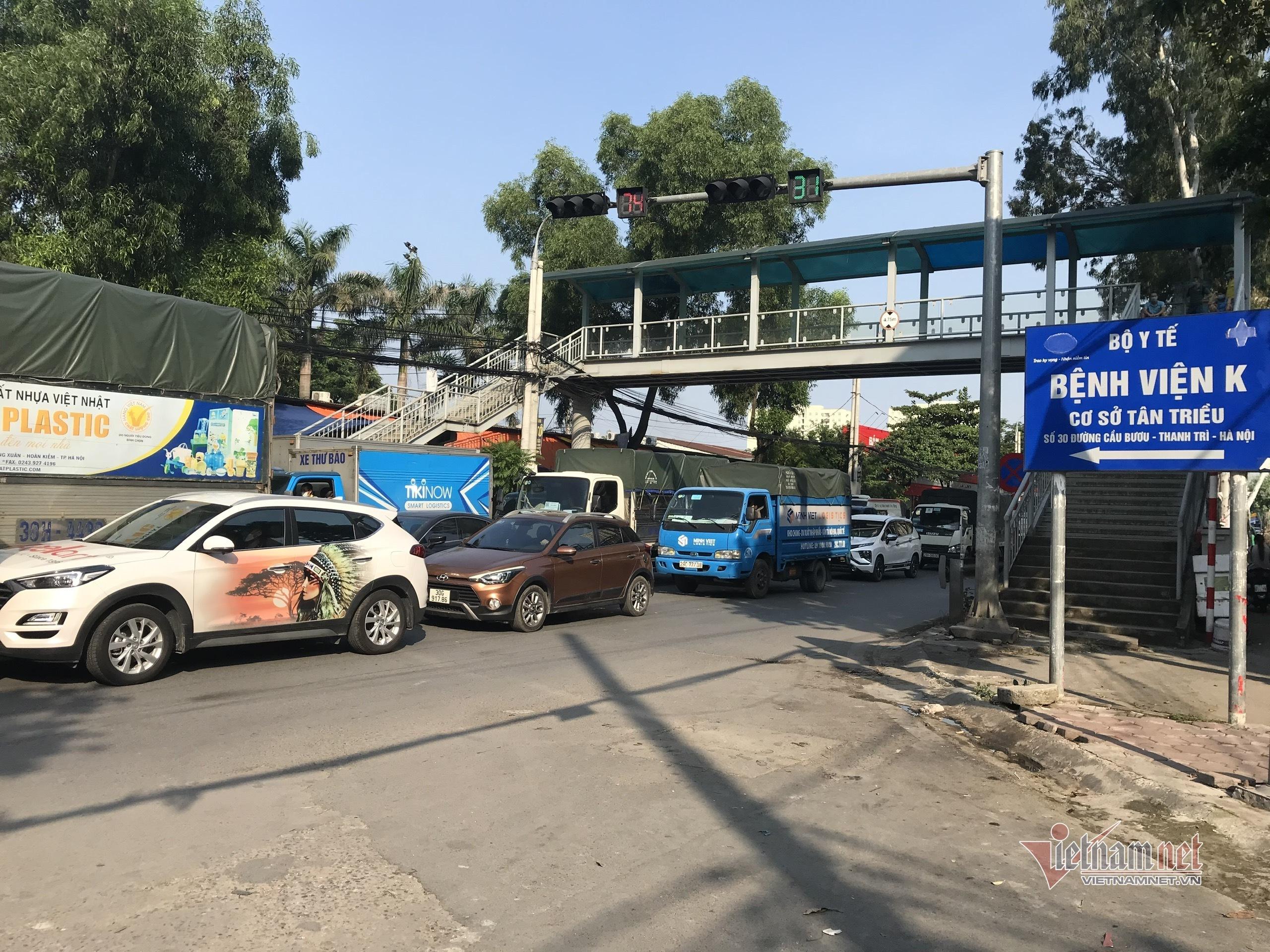 'Đặc sản tắc đường' tái xuất ngày đầu Hà Nội nới lỏng giãn cách