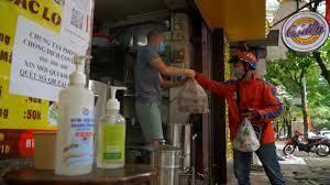 Quán ăn ở Hà Nội từ chối khách vì quá đông người mua về