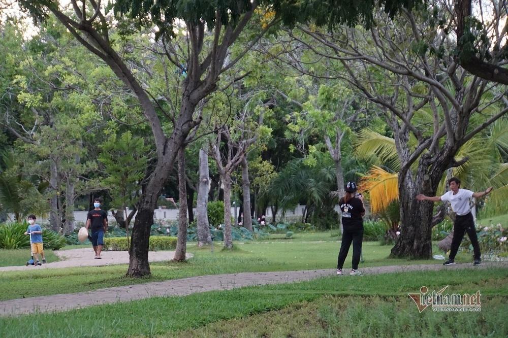 Quận đầu tiên của TP.HCM cho người dân ra công viên tập thể dục
