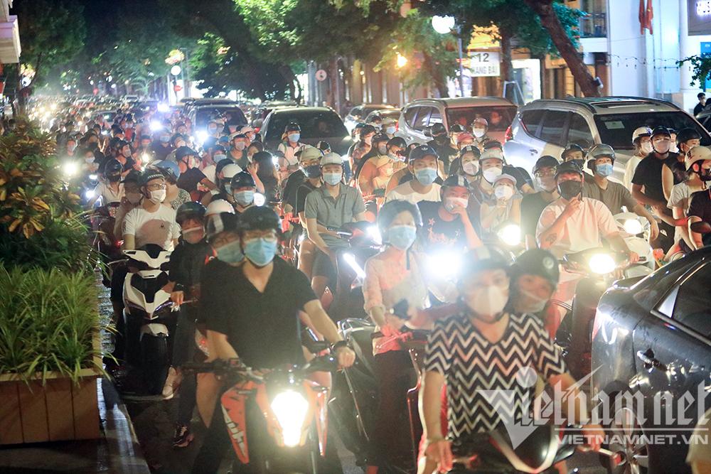 Đêm Trung thu: Người Hà Nội chủ quan như chưa có dịch