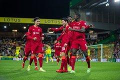 """Tuyển thủ Nhật Bản giúp Liverpool bắn hạ """"Chim hoàng yến"""""""