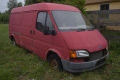 Ford Transit bị bỏ hoang 12 năm rỉ sét nặng vẫn chạy tốt
