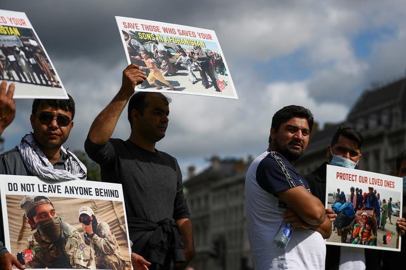 Quan chức Anh để lộ danh tính hàng trăm phiên dịch Afghanistan