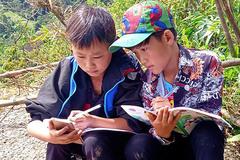 Hơn 103 nghìn thiết bị và 100 tỉ đồng hỗ trợ học sinh học online