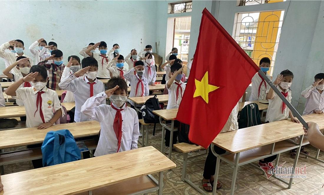 Trường học Nghệ An duy trì dạy trực tuyến sau khi học sinh trở lại trường