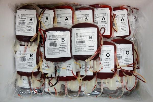Lần đầu tiên vận chuyển máu hiếm chi viện TP.HCM