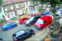 Tên trộm Range Rover liều lĩnh tông liên hoàn ô tô để chạy thoát
