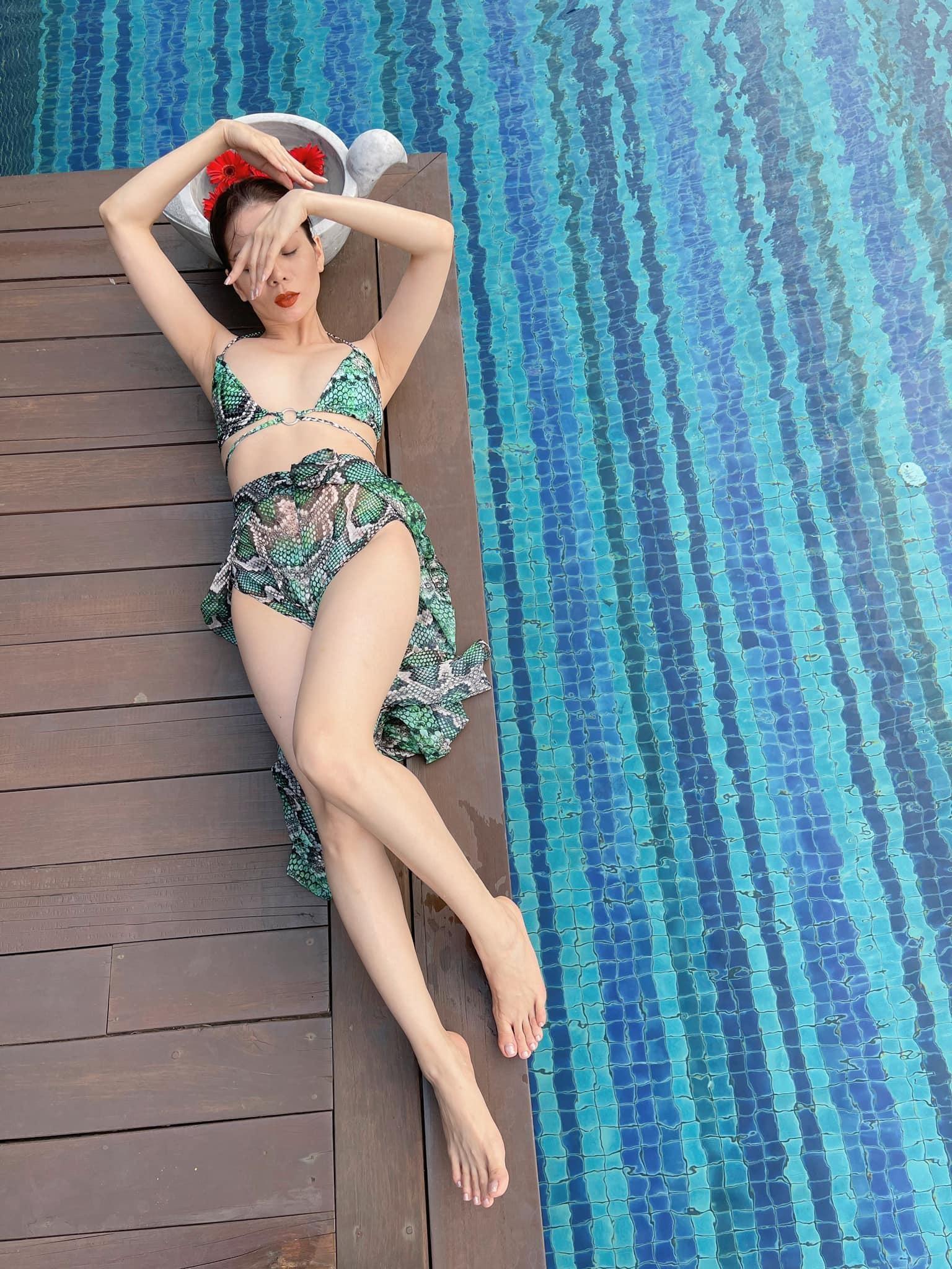 Lệ Quyên tung ảnh bikini khoe vòng eo 59cm